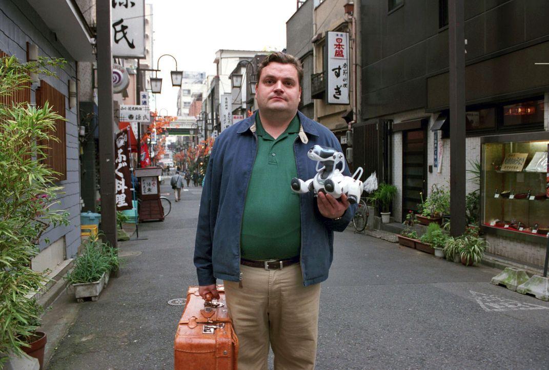 Uli (Christoph Hagen Dittmann) lernt in Tokio, dass er für das, was ihm wichtig ist, kämpfen muss. Sein kleiner Roboterhund Eibo unterstützt ihn... - Bildquelle: Marco Nagel Sat.1
