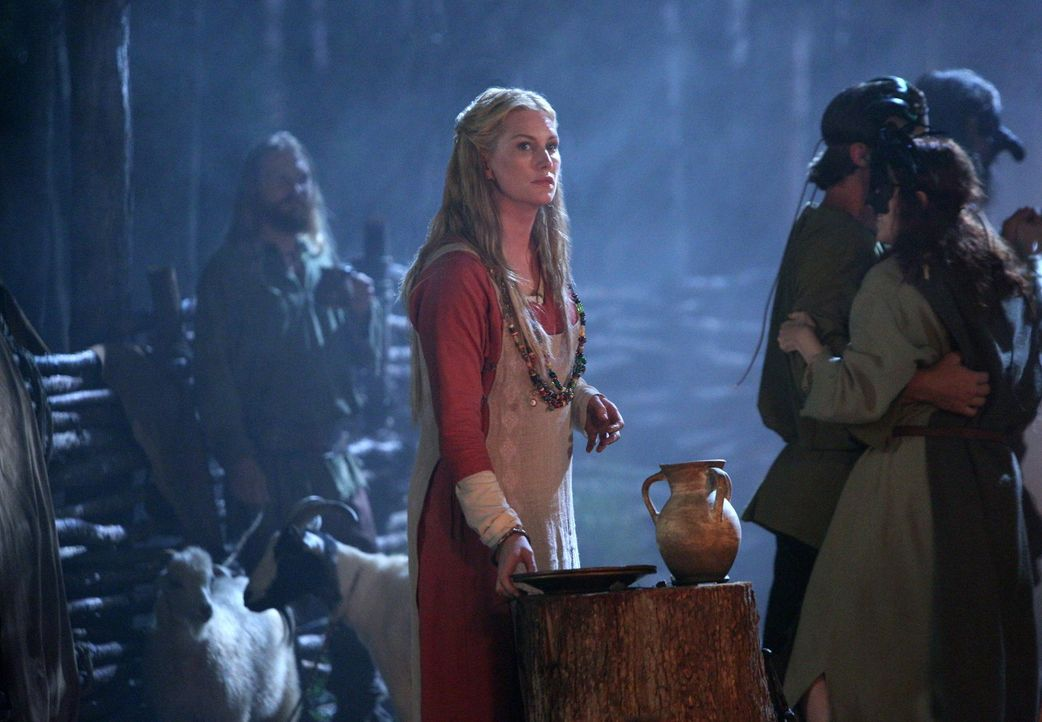 Esther (Alice Evans) zwingt Elijah dazu einen ganz besonderen Abschnitt seines Lebens noch einmal zu durchleben ... - Bildquelle: Warner Bros. Television