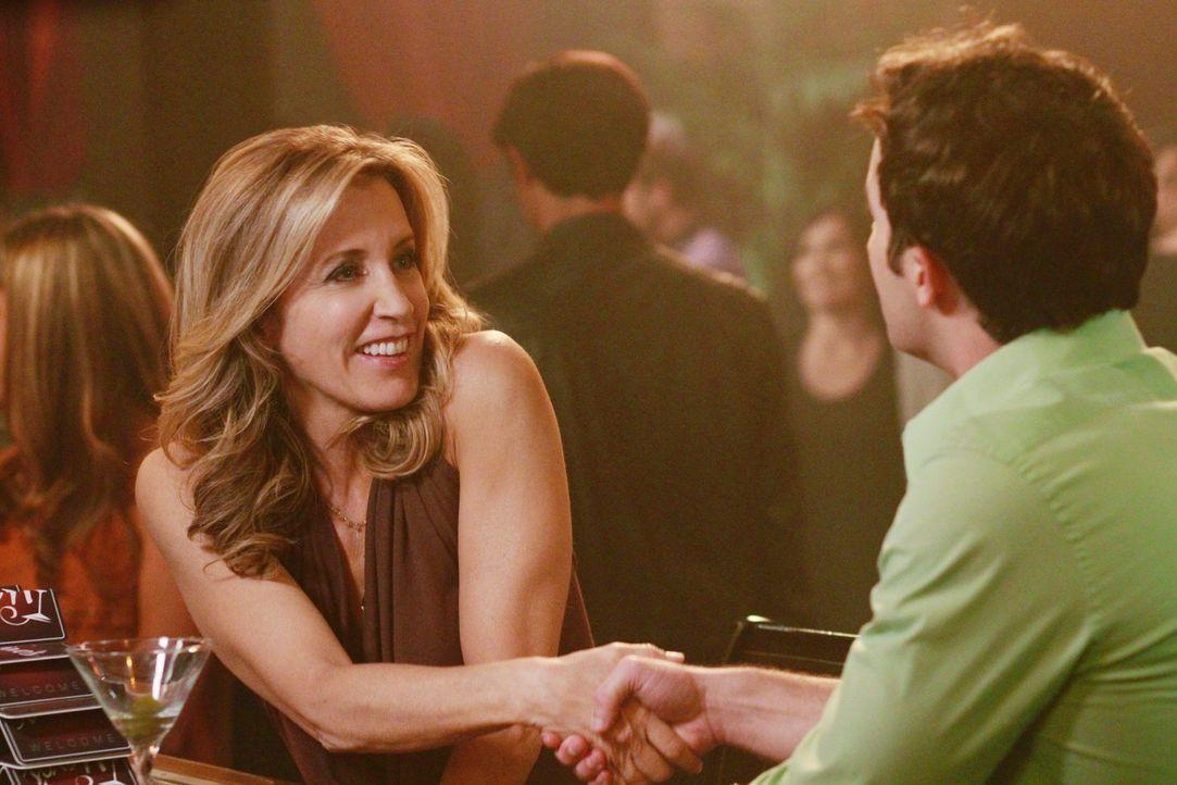 Wie wird es mit Lynette (Felicity Huffman, l.) und dem jungen Mann (Kurt Cole, r.) weitergehen? - Bildquelle: ABC Studios