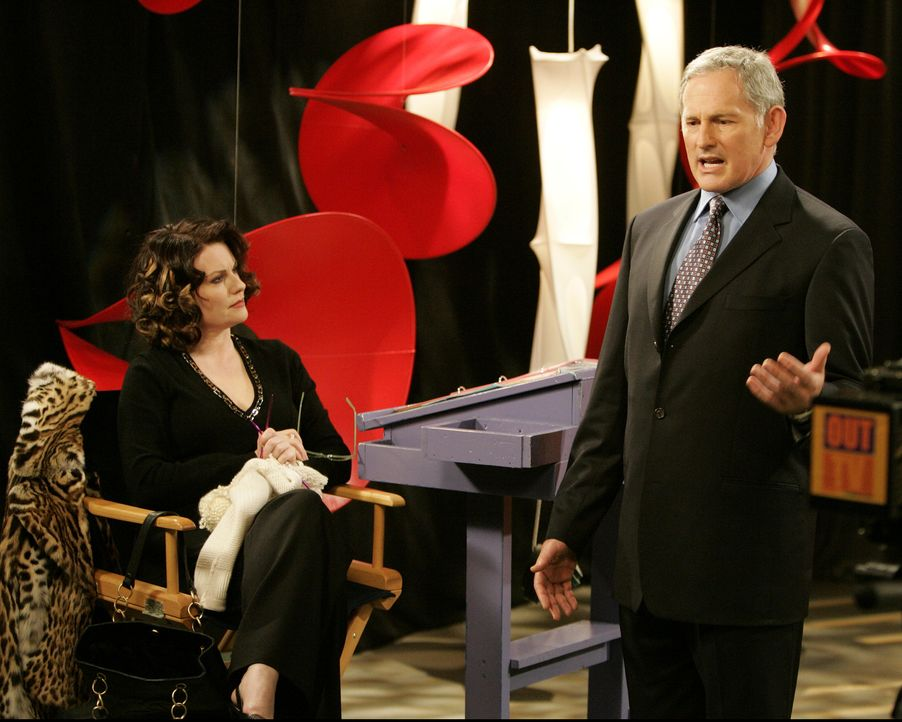Ein Punkt in Karens (Megan Mullally, l.) Vergangenheit, den auch Jack nicht kennt, schafft eine Verbindung zu Peter (Victor Garber, r.) ... - Bildquelle: Chris Haston 2003 NBC, Inc. All rights reserved.