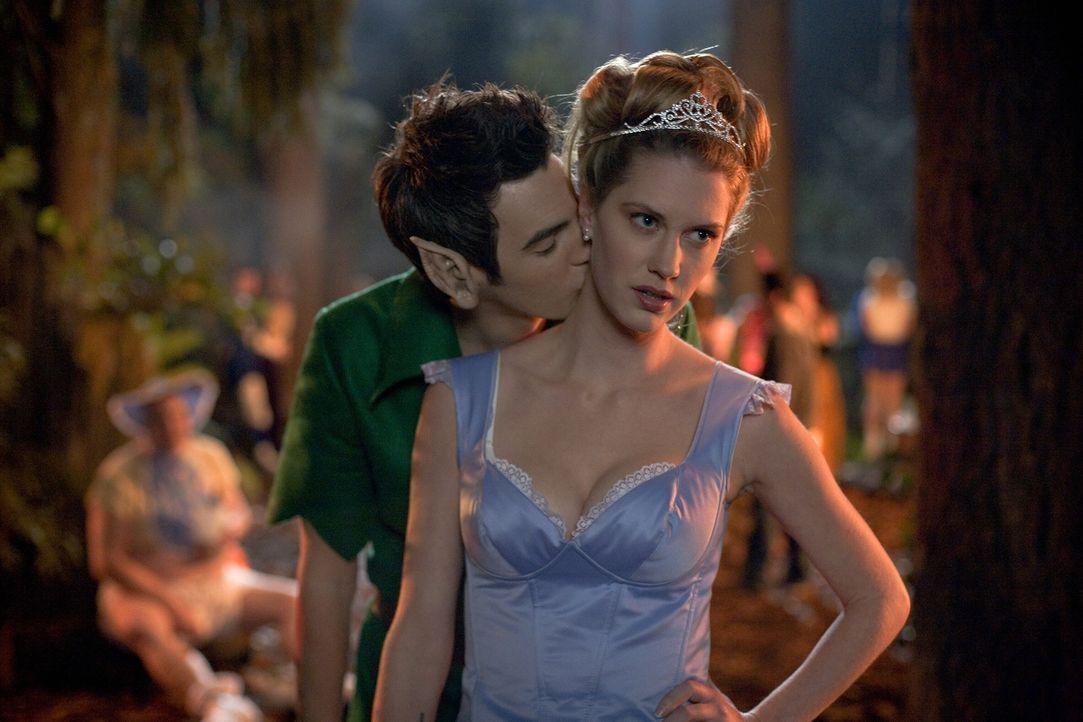 Plant eine heiße Nacht im Wald - mit fatalen Folgen: Danielle (Lauren Lee Smith, r.) ... - Bildquelle: 2007   Warner Brothers