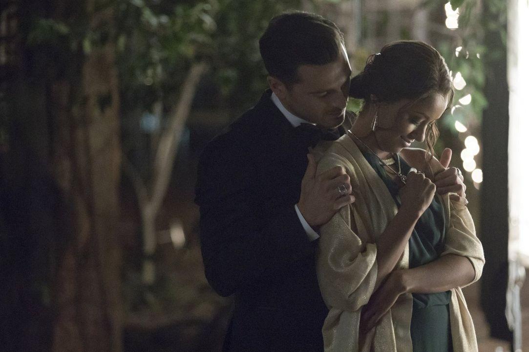 Die Beziehung zwischen Enzo (Michael Malarkey, l.) und Bonnie (Kat Graham, r.) wird durch das Thema der Unsterblichkeit auf eine harte Probe gestell... - Bildquelle: Warner Bros. Entertainment, Inc.