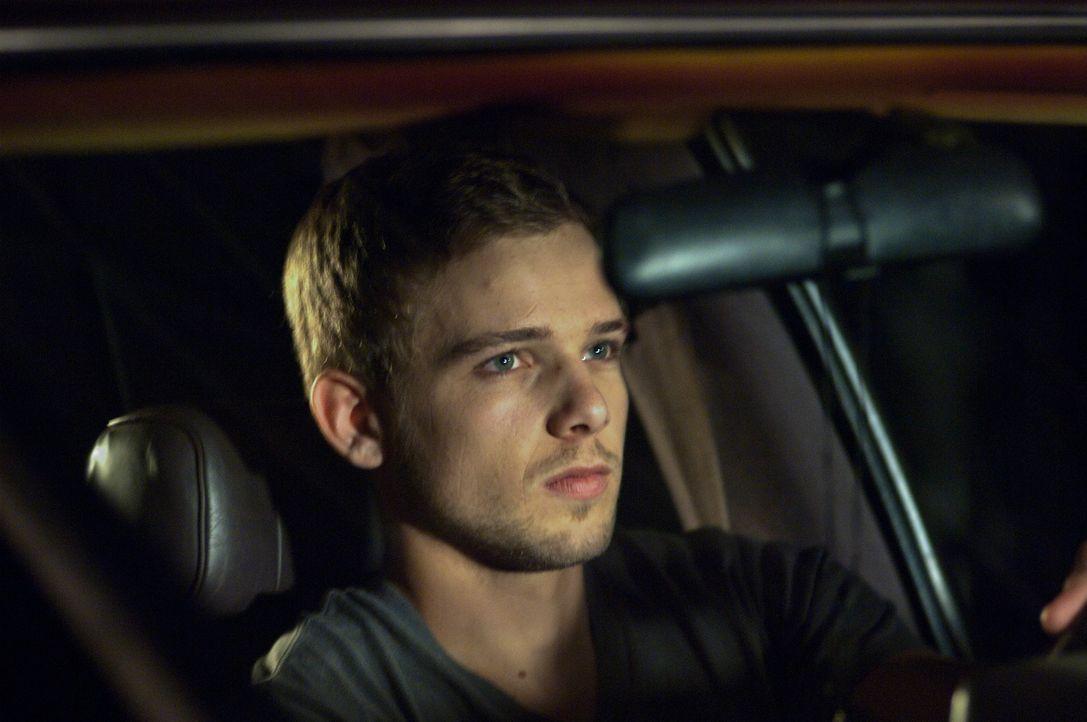 Nach dem Unfall seiner Schwester ändert sich für Ryan (Max Thieriot) alles. Wie hat ihn seine traumatisierende Kindheit beeinflusst? - Bildquelle: 2011 HATES, LLC.  All Rights Reserved.