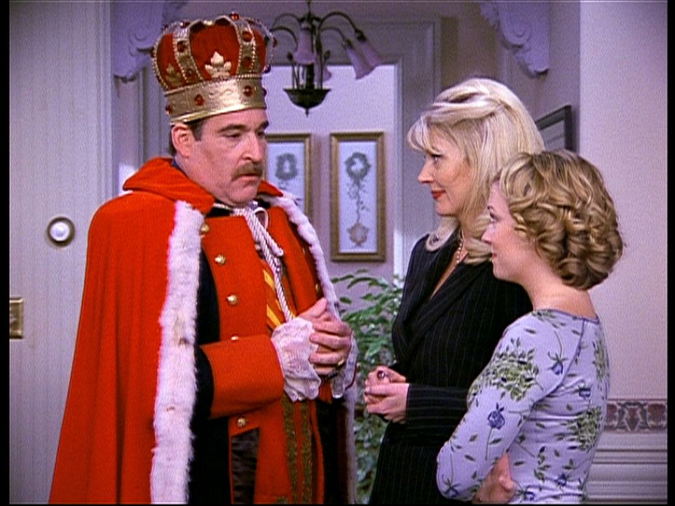 """Zelda (Beth Broderick, M.) und Sabrina (Melissa Joan Hart, r.) haben Besuch von Cousin Larry (Joel Brooks, l.) bekommen, der im anderen Reich """"Kaise... - Bildquelle: Paramount Pictures"""