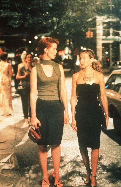 Miranda (Cynthia Nixon, l.) lernt Jim kennen, mit dem Carrie (Sarah Jessica Parker, r.) vor acht Jahren eine kurzlebige Beziehung hatte. Weil Jim h - Bildquelle: Paramount Pictures