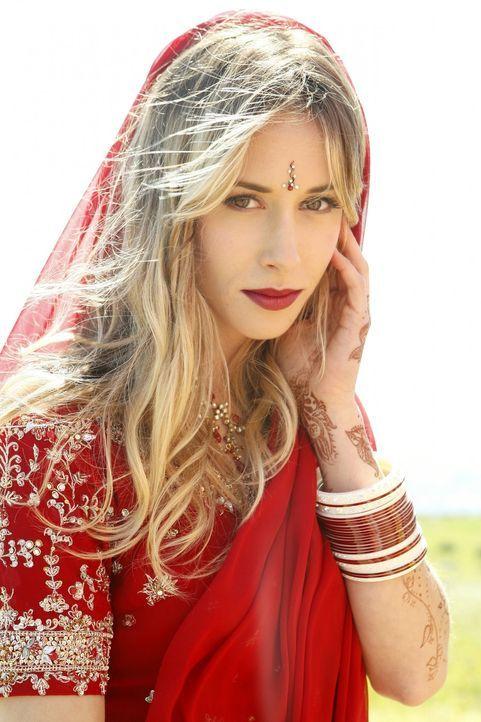 Freut sich auf eine gemeinsame Zukunft mit Raj: Ivy (Gillian Zinser) - Bildquelle: TM &   2011 CBS Studios Inc. All Rights Reserved.