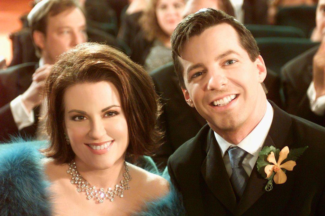 Gerührt beobachten Karen (Magan Mullally, l.) und Jack (Sean Hayes, r.) die Hochzeitszeremonie von Grace und Leo ... - Bildquelle: NBC Productions