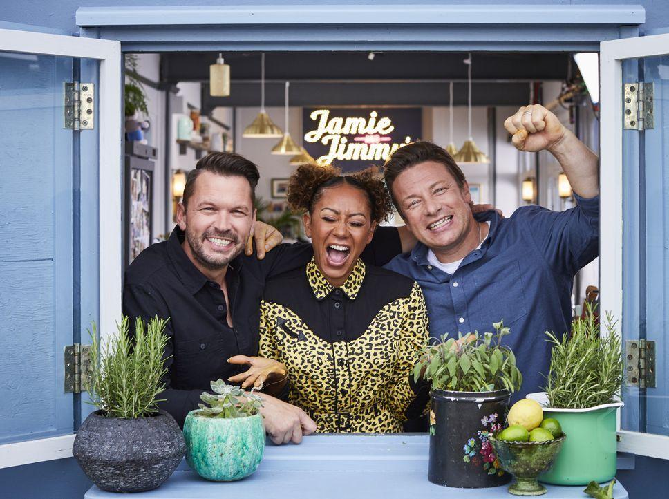 (v.l.n.r.) Jimmy Doherty; Melanie Brown; Jamie Oliver - Bildquelle: Steve Ryan 2019 Jamie Oliver Enterprises Ltd. / Steve Ryan