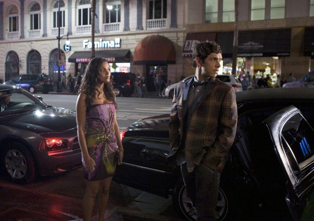Nun steht Riley (Jessica Lucas, l.) im Rampenlicht - obwohl das doch eigentlich Jonahs (Michael Rady, r.) Traum ist... - Bildquelle: 2009 The CW Network, LLC. All rights reserved.