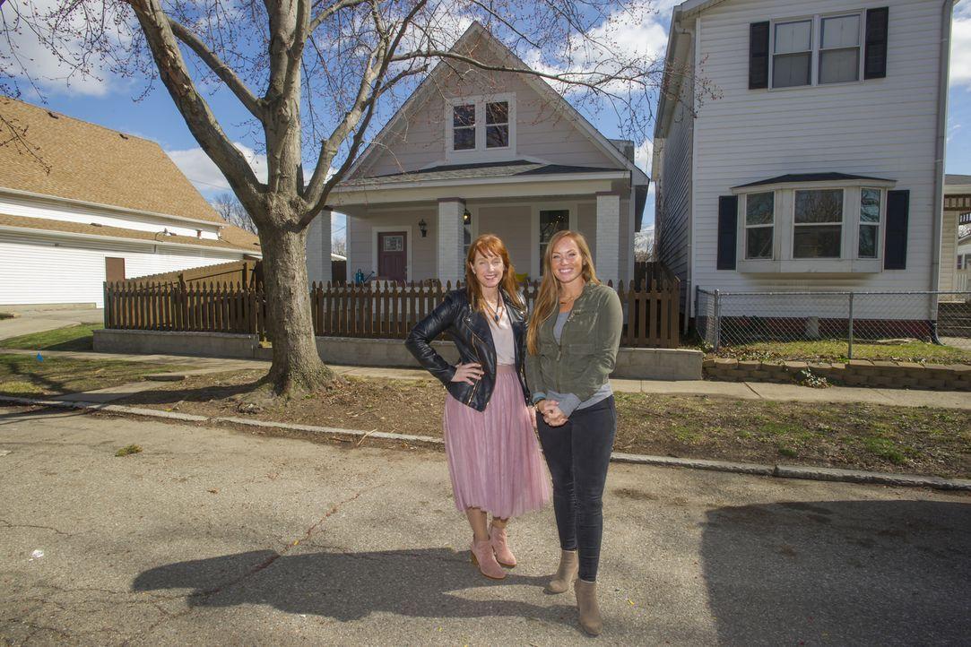 Wieder einmal haben Karen (l.) und Mina (r.) ihr Gespür fürs Detail bewiesen und aus einer Bruchbude ein stilvolles Haus gezaubert. Ob das frisch re... - Bildquelle: 2017,HGTV/Scripps Networks, LLC. All Rights Reserved