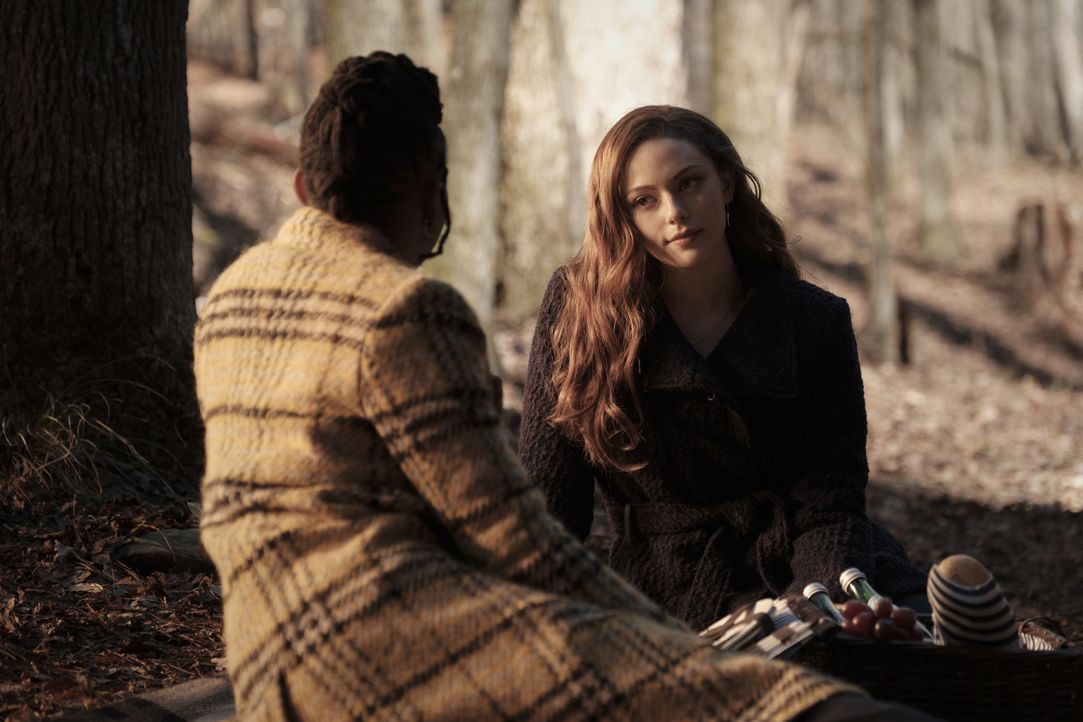 Cleo (Omono Okojie, l.); Hope Mikaelson (Danielle Rose Russell, r.) - Bildquelle: 2021 The CW Network, LLC. All rights reserved.