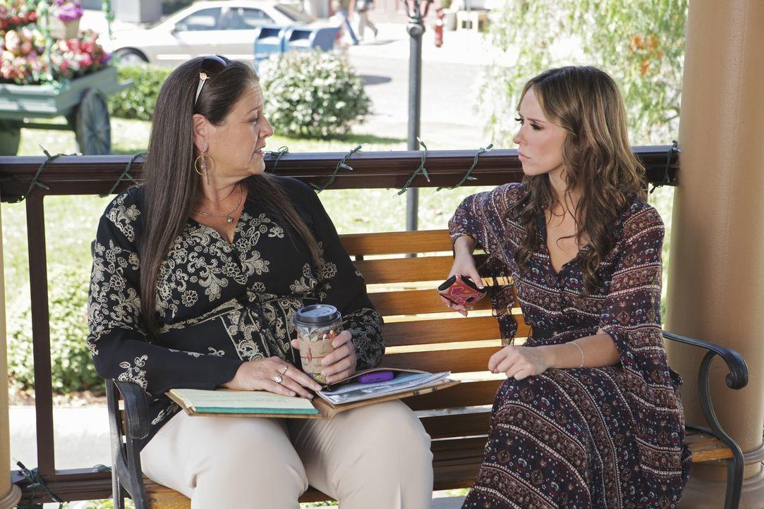 Aidens seltsames Verhalten bereitet Melinda (Jennifer Love Hewitt, r.) große Sorgen. Sie spricht mit ihrer Freundin Delia (Camryn Manheim, l.) darüb... - Bildquelle: ABC Studios