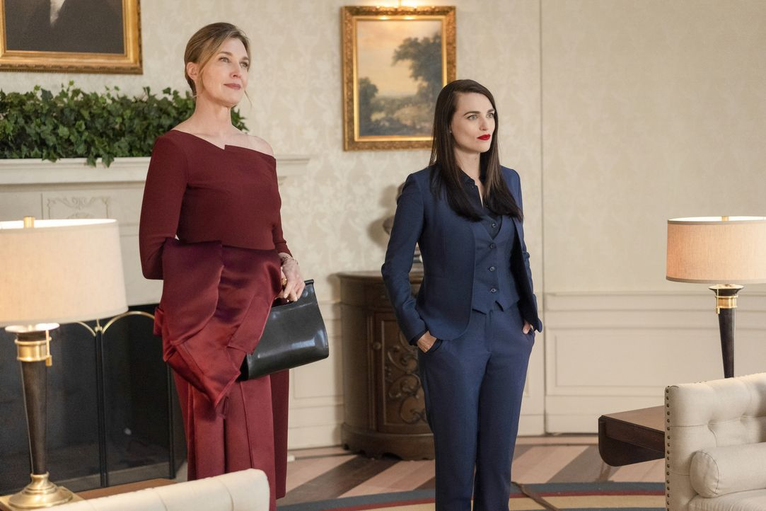 Lillian Luthor (Brenda Strong, l.); Lena Luthor (Katie McGrath, r.) - Bildquelle: Colin Bentley 2019 The CW Network, LLC. All Rights Reserved.