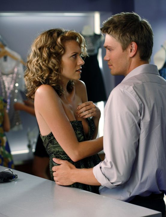 Der Stachel der Eifersucht sitzt in Peyton (Hilarie Burton, l.) doch tiefer als gedacht, was Lucas (Chad Michael Murray, r.) deutlich zu spüren bek... - Bildquelle: Warner Bros. Pictures