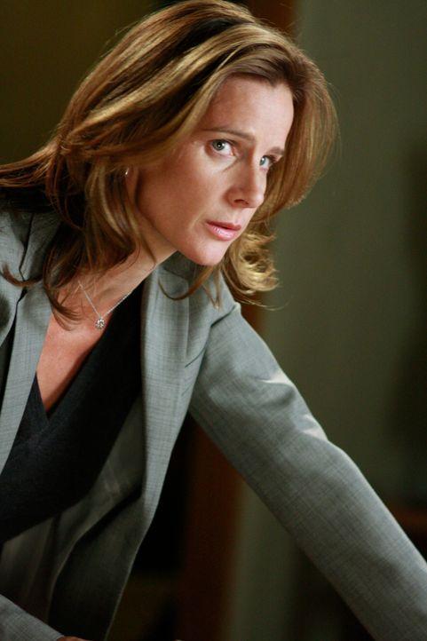 Die gesamte Familie bekommt im Manuskript ihr Fett weg: Sarah (Rachel Griffiths) sorgt sich um Kitty, die das Werk verfasst hat ... - Bildquelle: 2008 ABC INC.