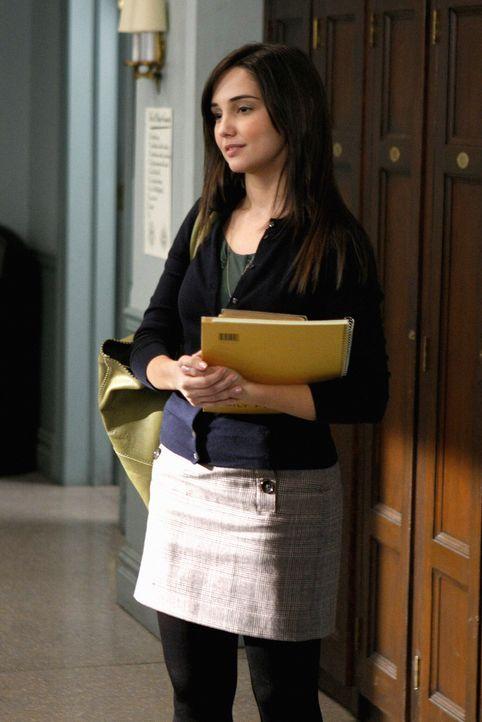 Weil Blairs Platz in Yale gefährdet ist, beschließt sie, gegen Rachel Carr (Laura Breckenridge)  in den Krieg zu ziehen ... - Bildquelle: Warner Brothers
