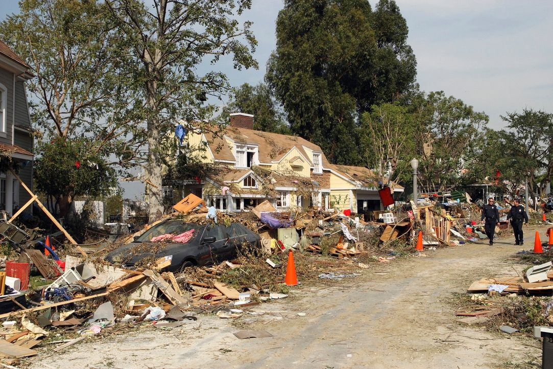 Während sich die Nachwirkungen des Tornados offenbaren, versuchen die Bewohner der Wisteria Lane ihr Leben wieder aufzunehmen ... - Bildquelle: ABC Studios