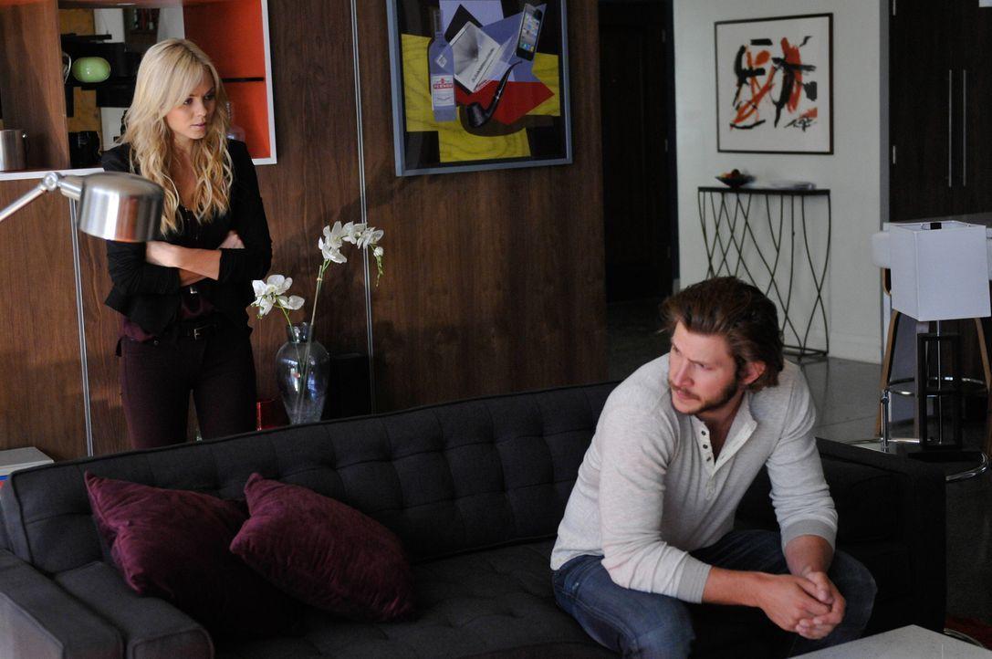 Können Elena (Laura Vandervoort, l.) und Clay (Greyston Holt, r.) den Krieg ein für allemal beenden? - Bildquelle: 2014 She-Wolf Season 1 Productions Inc.