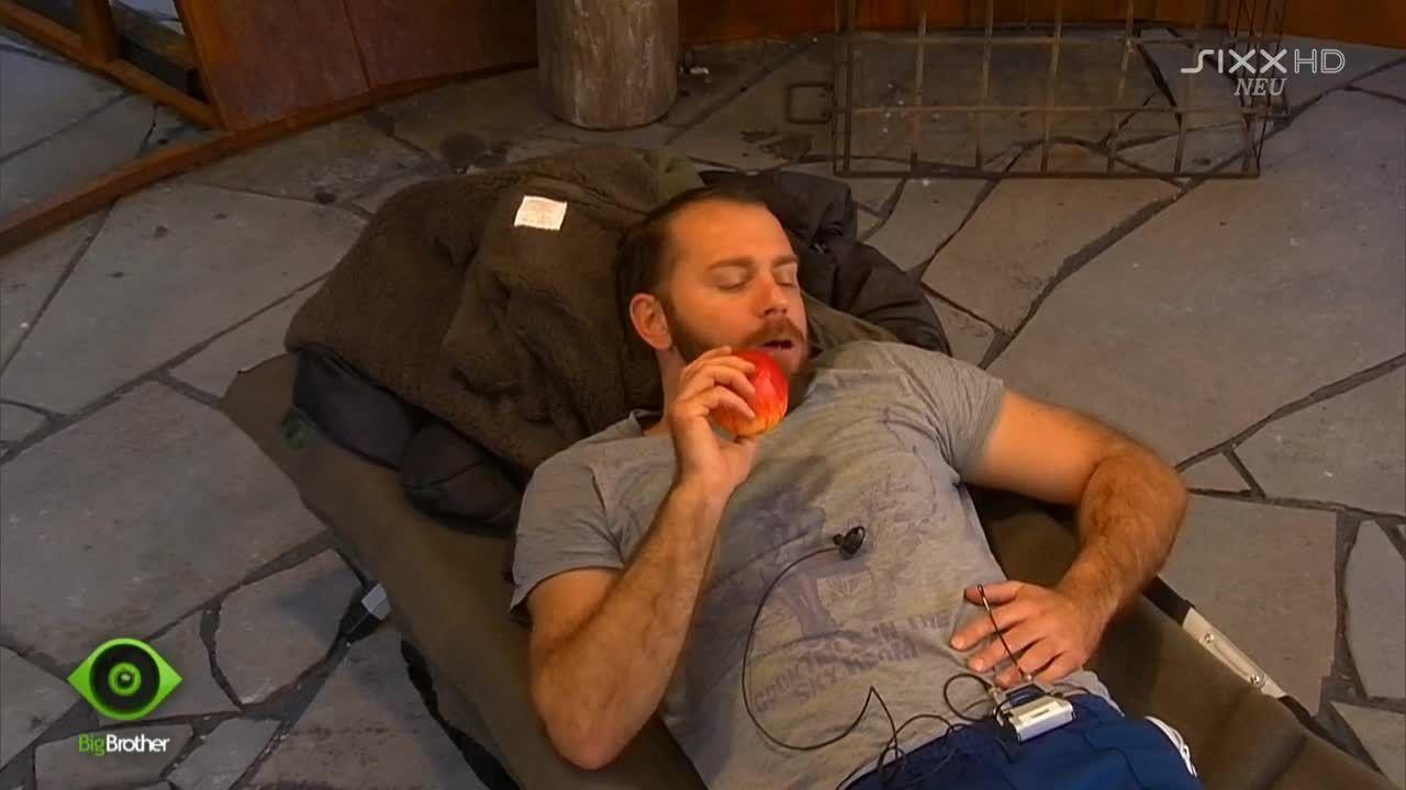 Thomas ist auf Obst-Diät - Bildquelle: sixx