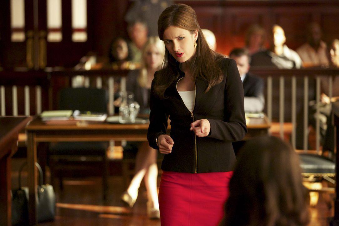 Jamie (Anna Wood) versucht, eine einflussreiche Frau für eine Klage gegen die Stadt zu akquirieren ... - Bildquelle: 2013 CBS BROADCASTING INC. ALL RIGHTS RESERVED.