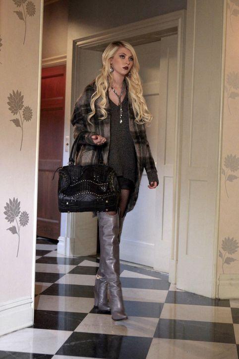 Jenny (Taylor Momsen) plagt das schlechte Gewissen und sie erzählt alles Blair. Blair und Dan schwören daraufhin, sich an Juliet zu rächen ... - Bildquelle: Warner Bros. Television