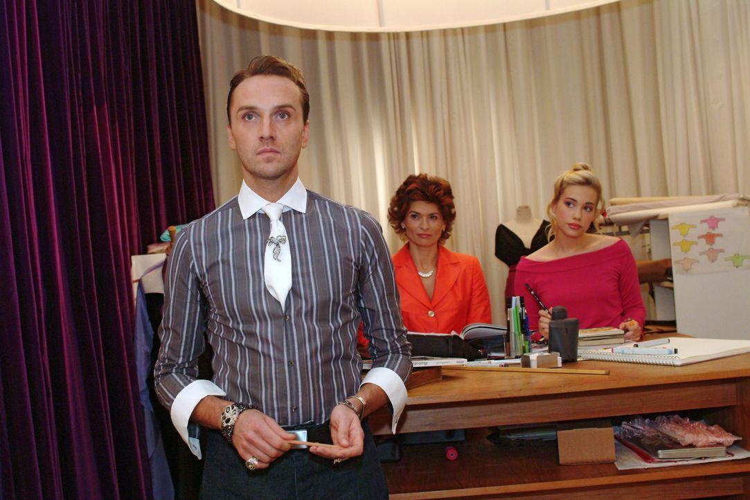 Hugo (Hubertus Regout, l.) ist enttäuscht, dass Britta einen Abend zu dritt geplant hat. - Bildquelle: Monika Schürle SAT.1 / Monika Schürle