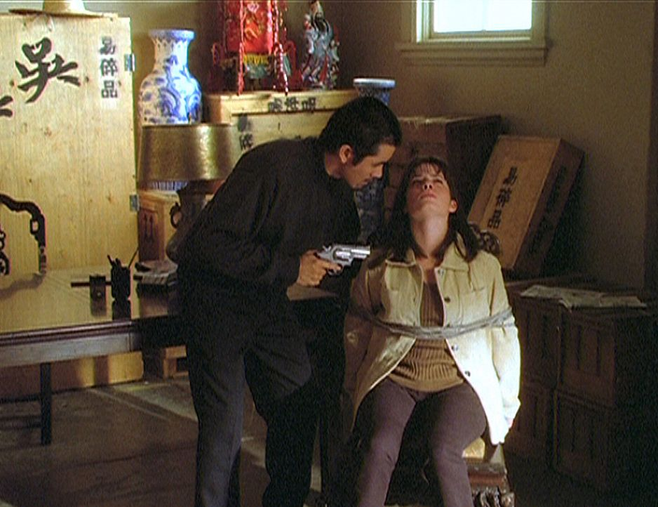 Piper (Holly Marie Combs) ist in der Gewalt von Tony Wong, einem üblen Verbrecher, der nicht davor zurückscheute, einen unschuldigen Menschen zu t... - Bildquelle: Paramount Pictures