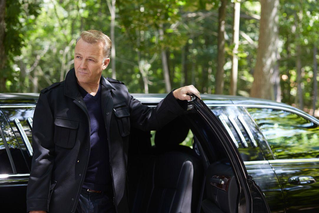 Noch ahnt keiner, wer der mysteriöse James Williams (James McGowan) wirklich ist ... - Bildquelle: 2014 She-Wolf Season 1 Productions Inc.