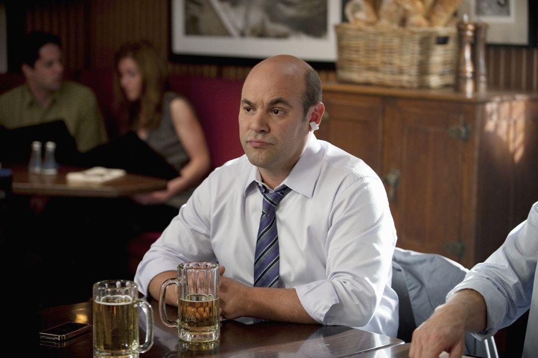 Da Laurie und Andy (Ian Gomez), den Vertrag ohne Bobby unterschrieben haben, ist Bobby von seinem Freund zutiefst enttäuscht. Steht nun ihre Freund... - Bildquelle: 2010 ABC INC.