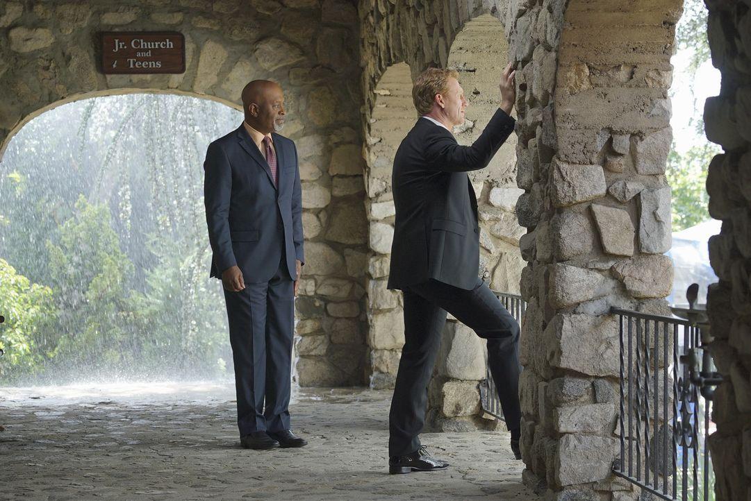 Als es danach aussieht, dass Amelia nicht zur Hochzeit erscheint, ist Webber (James Pickens Jr., l.) zur Stelle. Doch kann er Owen (Kevin McKidd, r.... - Bildquelle: Byron Cohen ABC Studios
