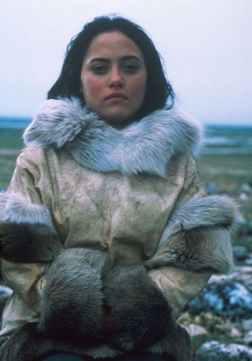 Einzig und allein das Wissen von Kanaalaq (Annabella Piugattuk) über die Wildnis, könnte ihr und Charlies Leben retten ... - Bildquelle: Overseas Filmgroup