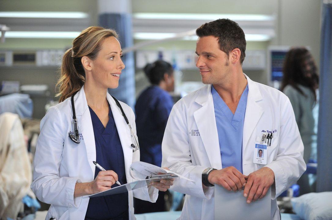 Während Alex (Justin Chambers, r.) versucht, Morgan zu meiden, da sie zu abhängig von ihm wird, macht Teddy (Kim Raver, l.) erste Schritte um mit He... - Bildquelle: ABC Studios