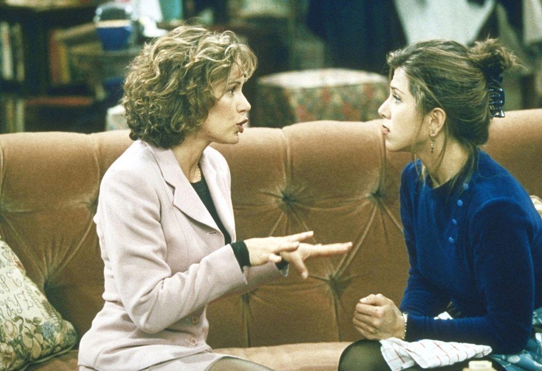 Mindy (Jennifer Grey, l.) bittet Rachel (Jennifer Aniston, r.), ihre Brautjungfer zu werden. - Bildquelle: TM+  2000 WARNER BROS.