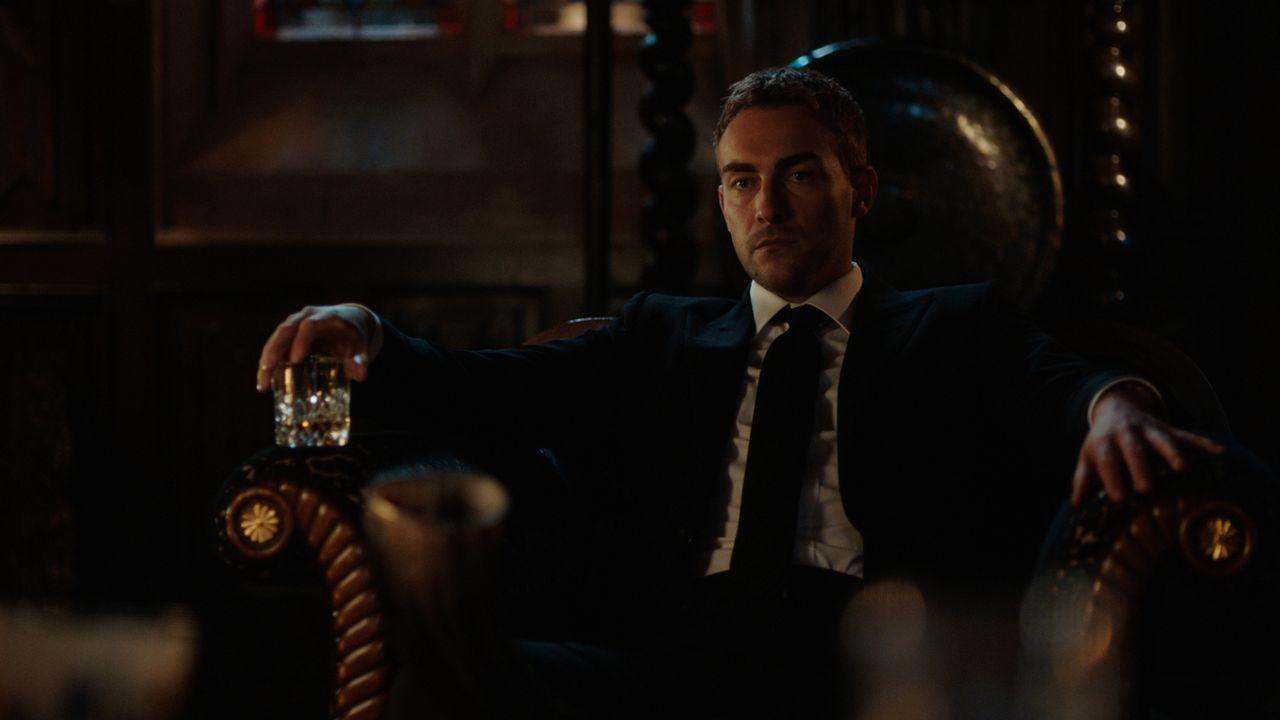 Lässt sich Jasper (Tom Austen) tatsächlich als Spitzel einspannen, um einem möglichen Komplott gegen Robert zu helfen? - Bildquelle: 2018 Lions Gate Entertainment Inc. All Rights Reserved.
