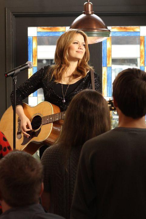 Haley (Bethany Joy Lenz) wagt sich wieder auf die Bühne ... - Bildquelle: Warner Bros. Pictures