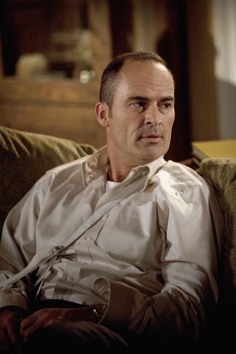 Seine schwangere Frau muss aus Sicherheitsgründen Bettruhe halten. George (Mark Derwin) sorgt dafür, dass sie ihre Ruhe hat und trotzdem immer jem...
