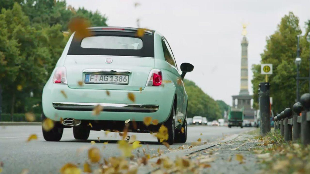 Der neue Fiat 500 bringt Annemarie Carpendale quer durch Deutschland und bietet genug Raum, um als kleinstes TV-Studio zu dienen ... - Bildquelle: Sixx