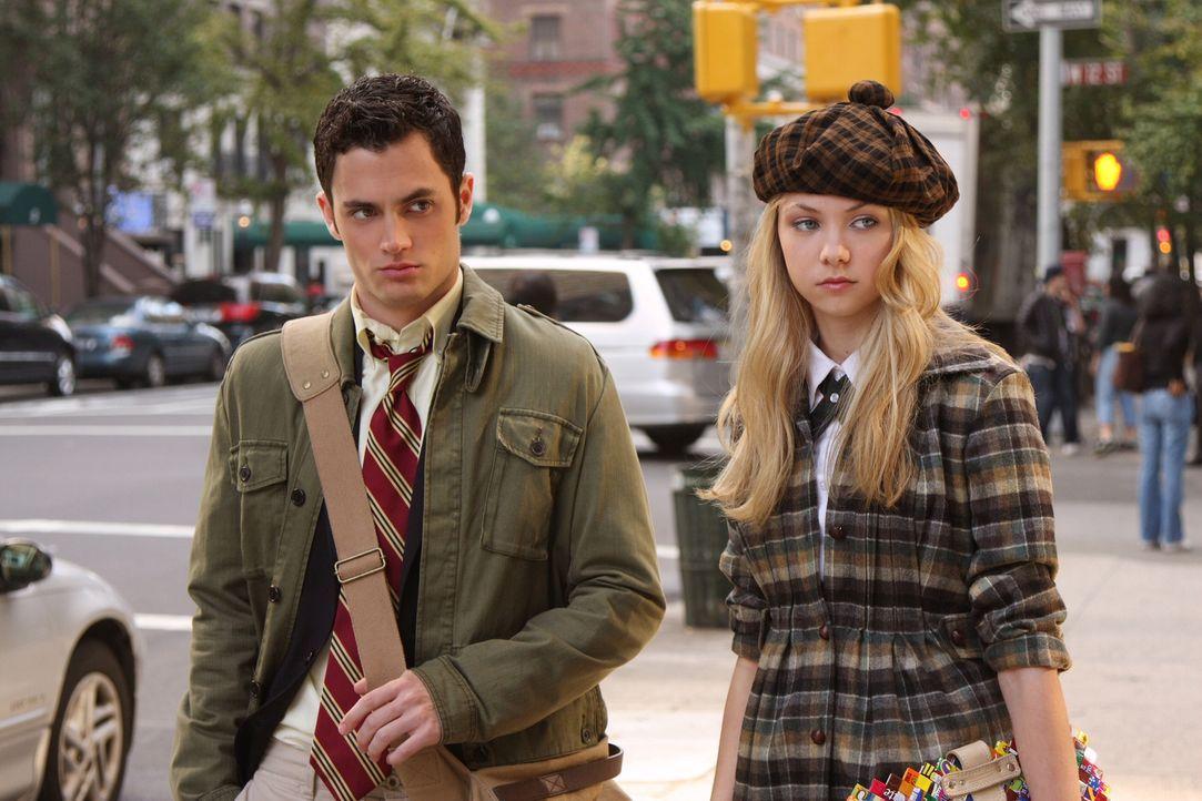 Die Geschwister Jenny (Taylor Momsen, r.) und Dan (Penn Badgley, l.) freuen sich riesig auf den bevorstehenden Ball. Die Vorfreude währt jedoch nur... - Bildquelle: Warner Brothers