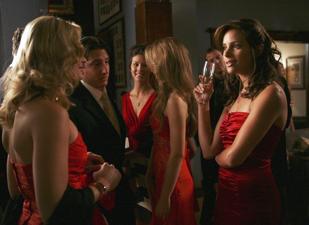 Die Freundschaft zwischen Casey (Spencer Grammer, l.) und Frannie (Tiffany Dupont, r.) wird auf eine harte Probe gestellt, als beide für den Titel d... - Bildquelle: 2007 ABC FAMILY. All rights reserved. NO ARCHIVING. NO RESALE.