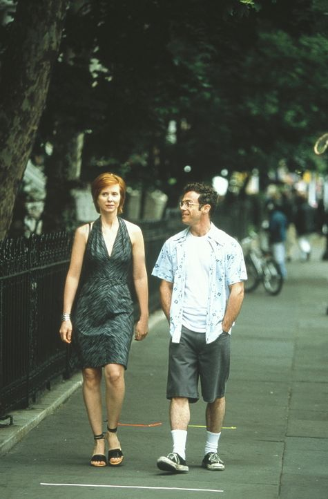 Nach Steves (David Eigenberg, r.) Hodenkrebs-Operation versucht Miranda (Cynthia Nixon, l.), ihn davon zu überzeugen, dass der Verlust eines Hodens... - Bildquelle: Paramount Pictures