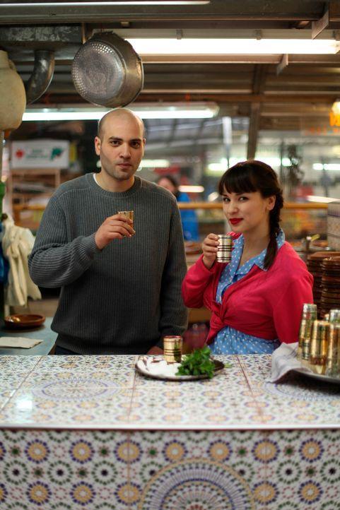 Rachel Khoo mit Bejaoui Abderhaman - Bildquelle: © Plum Pictures 2012