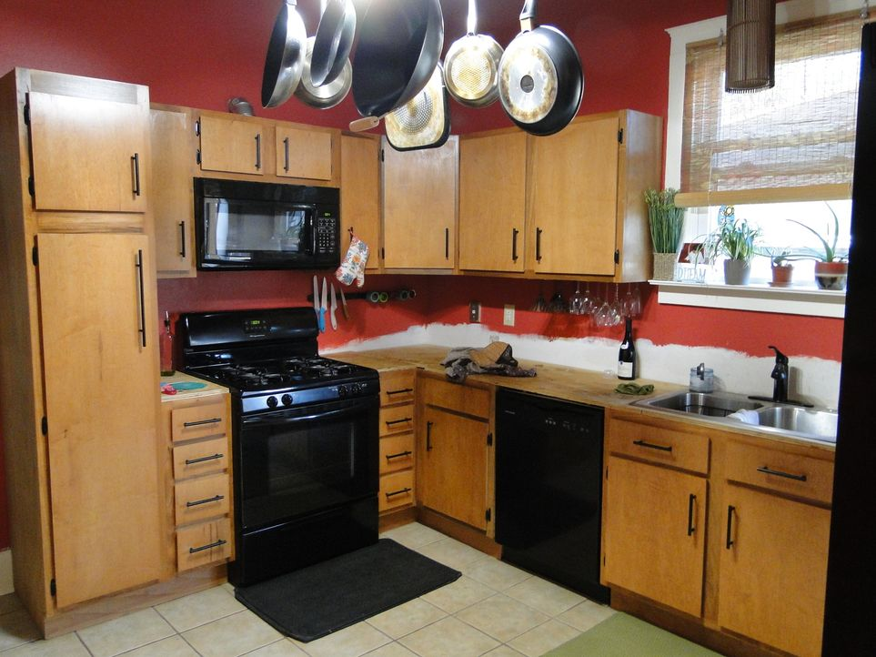 Aus alt mach neu: Küche, Arbeitsraum und Wohnzimmer im Haus von Melissa und Michael brauchen dringend eine Modernisierung ... - Bildquelle: 2013, DIY Network/Scripps Networks, LLC. All Rights Reserved.