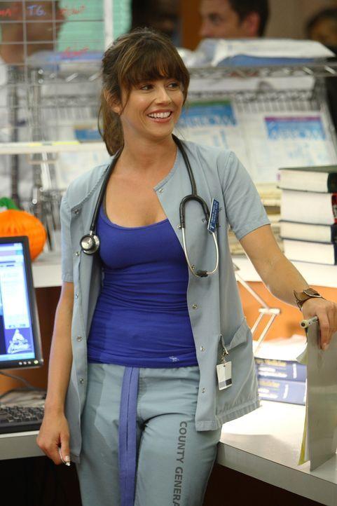 Freut sich darüber, Ray zu sehen: Sam (Linda Cardellini) ... - Bildquelle: Warner Bros. Television