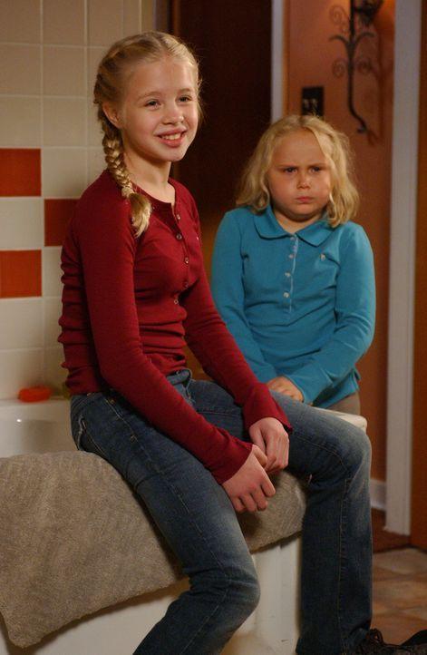 Ariel (Sofia Vassilieva, l.) und Bridgette (Maria Lark, r.) sprechen mit ihrer Mutter, als sie merken, dass diese kurz vorm Durchdrehen ist … - Bildquelle: Paramount Network Television