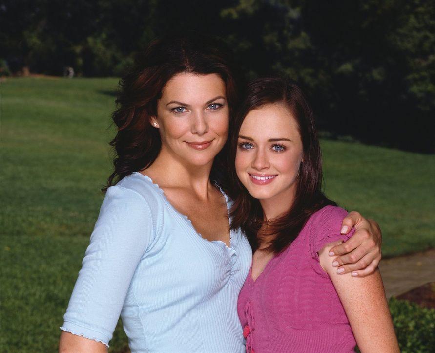 (4. Staffel) - Aufregende Zeiten warten auf Lorelai (Lauren Graham, l.) und Rory (Alexis Bledel, r.) ... - Bildquelle: 2002 Warner Bros.