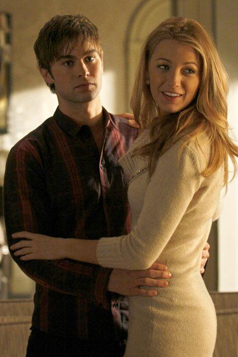 Jetzt sind Serena (Blake Lively, r.) und Nate (Chace Crawford, l.) noch glücklich - aber sollten sie es nicht etwas langsamer angehen lassen? - Bildquelle: Warner Brothers