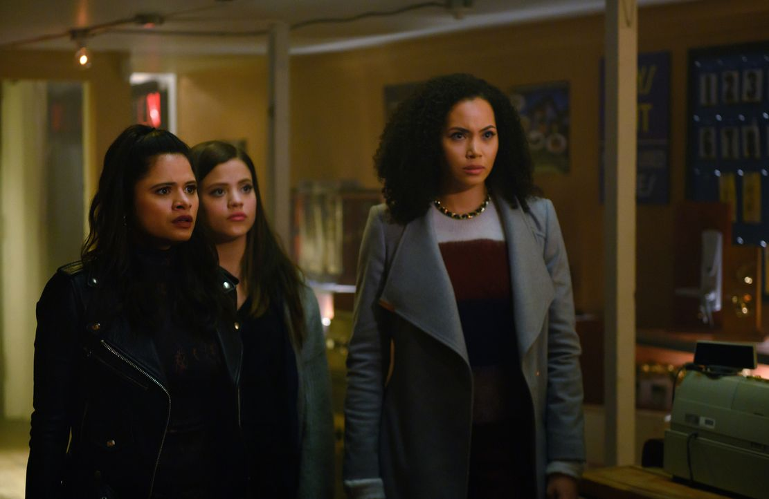 (v.l.n.r.) Mel Vera (Melonie Diaz); Maggie Vera (Sarah Jeffery); Macy Vaughn (Madeleine Mantock) - Bildquelle: Diyah Pera 2019 The CW Network, LLC. All Rights Reserved.