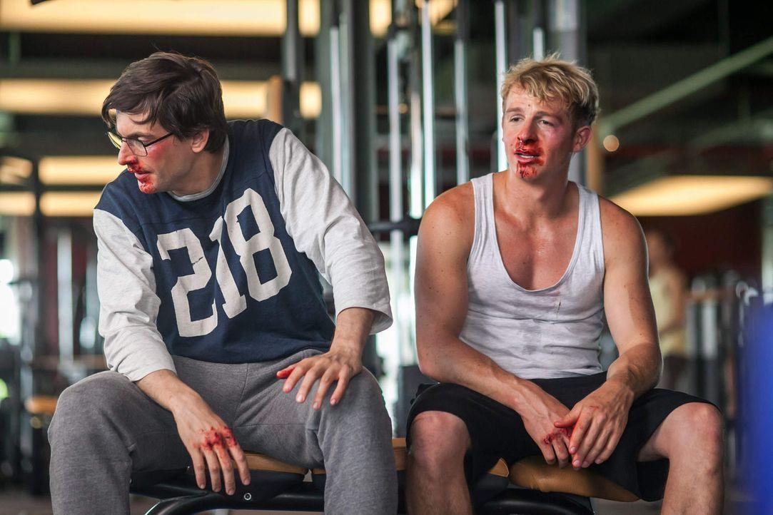 Als Wolfgang (Tom Beck, l.) von Jana erfährt, dass sie mit Sid (Daniel Roesner, r.) geschlafen hat, rastet er völlig aus und bläst die Hochzeit ab .... - Bildquelle: Arvid Uhlig SAT.1