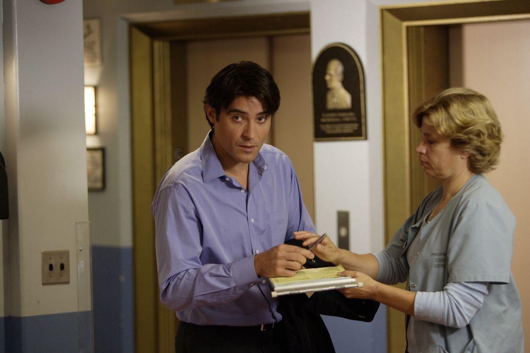Luka (Goran Visnjic, l.) kümmert sich aufopfernd um die nach 6 Jahren aus dem Koma erwachte Blaire, die sich zu erinnern versucht, was damals gescha... - Bildquelle: Warner Bros. Television