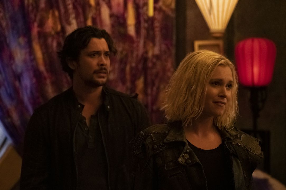 Bellamy Blake (Bob Morley, l.); Clarke Griffin / Josephine Lightbourne (Eliza Taylor, r.) - Bildquelle: Michael Courtney 2019 The CW Network, LLC. All rights reserved / Michael Courtney